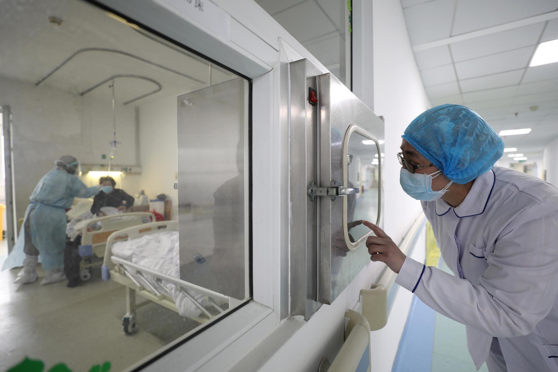 Nhân viên y tế ở bệnh viện Kim Ngân Đàm (Jinyintan), thành phố Vũ Hán, tỉnh Hồ Bắc, Trung Quốc, ngày 13/02/2020.