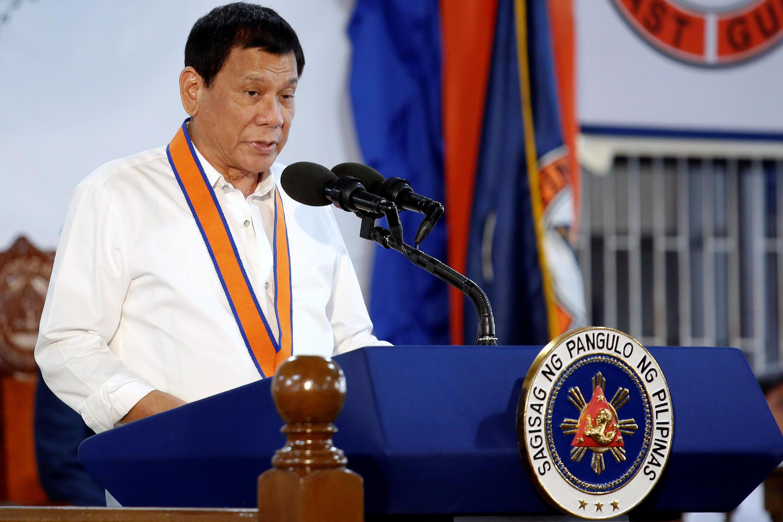 RAis wa Ufilipino Rodrigo Duterte amesema nchi yake imevunja mkataba wa kununua silaha kutoka Marekani..