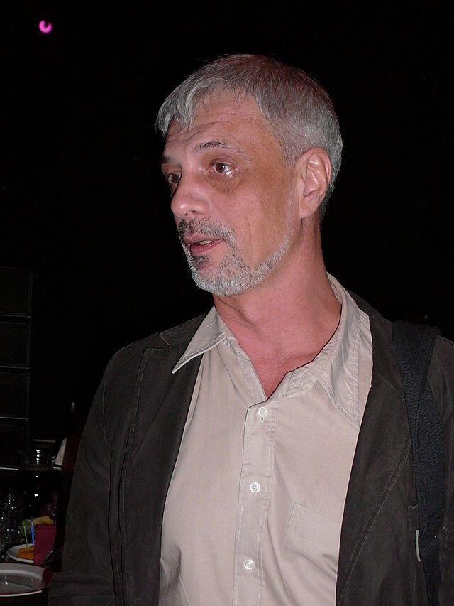 Журналист, один из основателей и первый главный редактор «Эха Москвы» Сергей Корзун.