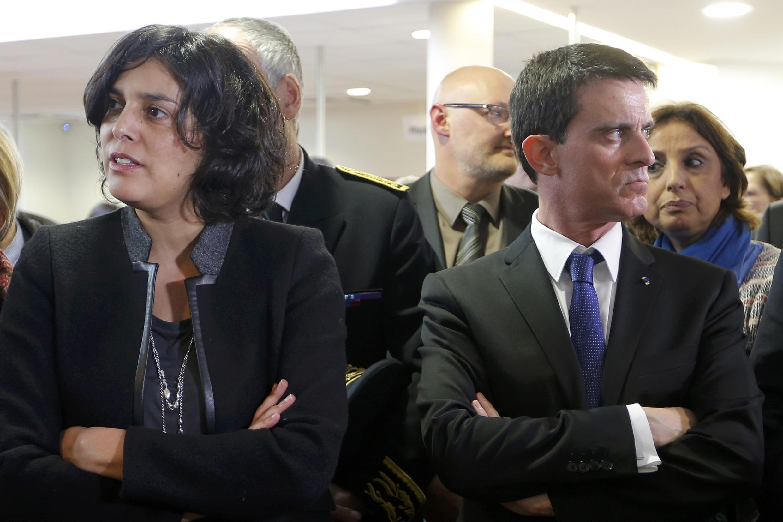 Le Premier ministre français Manuel Valls, en compagnie de la ministre du Travail Myriam El Khomri, le 22 février 2016 à Mulhouse.