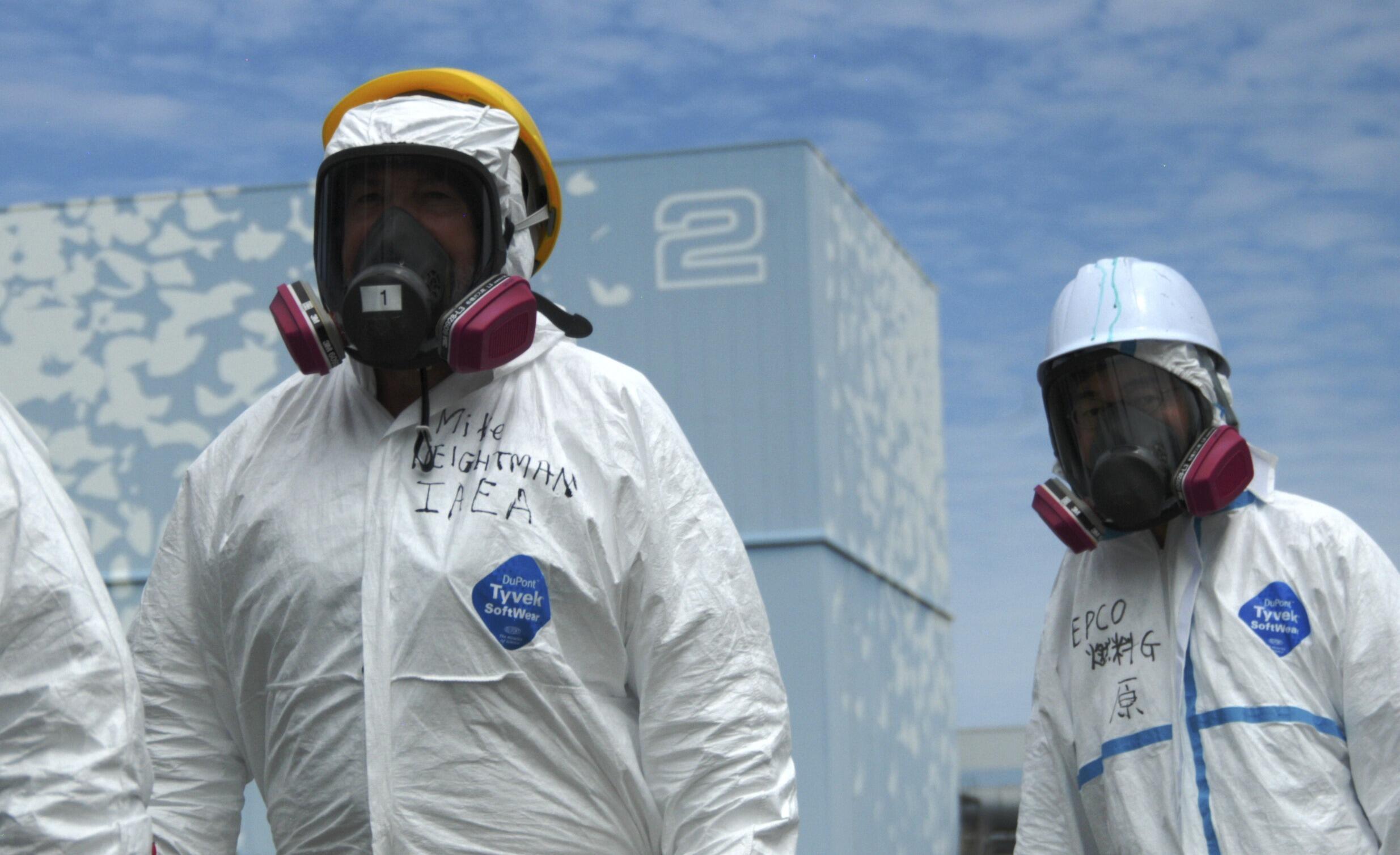 Equipe da Agência Internacional de Energia Atômica durante missão na central de Fukushima Daiichi, em maio.