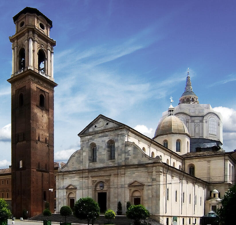 Extérieur de la cathédrale Saint-Jean-Baptiste de Turin, où se trouve la chapelle Saint-Suaire, en 2006.