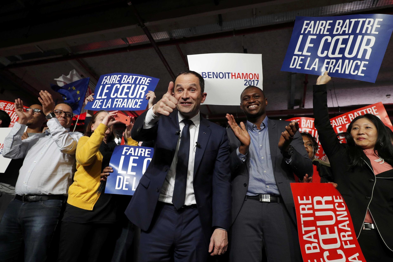 O ex-ministro da Educação, Benoît Hamon, venceu neste domingo (29) o segundo turno das primárias socialistas e vai disputar a presidência da França pelo partido em 2017.