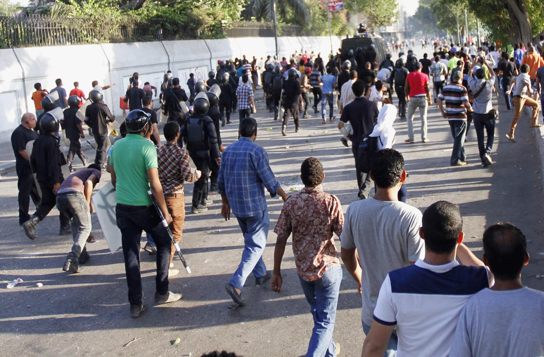 Lundi 22 juillet, des manifestants pro-Morsi ont affronté les opposants au président déchu ainsi que les forces de sécurité.