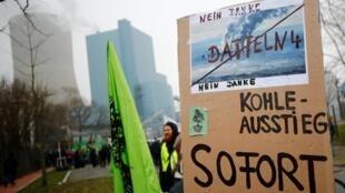 Manifestation contre la mise en service de la centrale au charbon de Rhénanie du Nord-Westphalie «Datteln 4» à Datteln, le 24 janvier 2020.