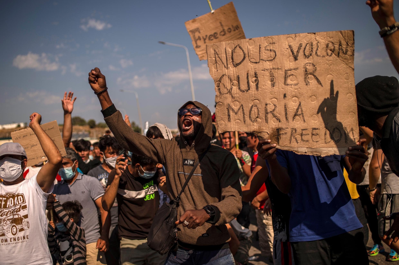اعتراض پناهجویان جزیره موریا به ساخت اردوگاه جدید و اسکان در این جزیره