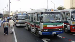Microbuses en Lima, Perú.