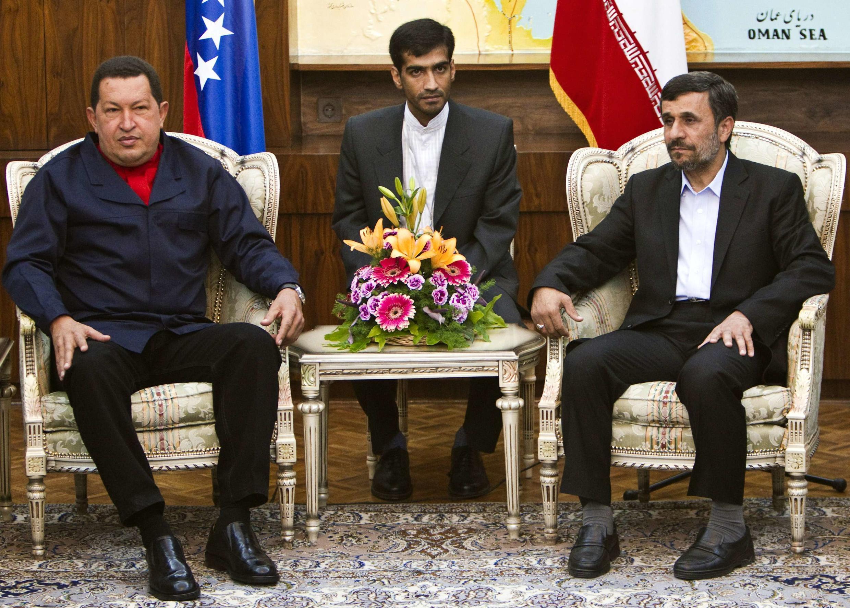 Los presidentes Chavez y Ahmadinejad, aliados contra EE UU.