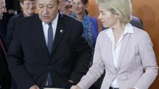 Le ministre de la Défense français Jean-Yves le Drian (G) et son homologue allemande Ursula von der Leyen, ce mardi 31 mars, à Berlin.