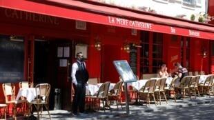 Dans le cadre du déconfinement, les bars ont pu réouvrir leurs terrasses, comme à Paris le 2 juin 2020.