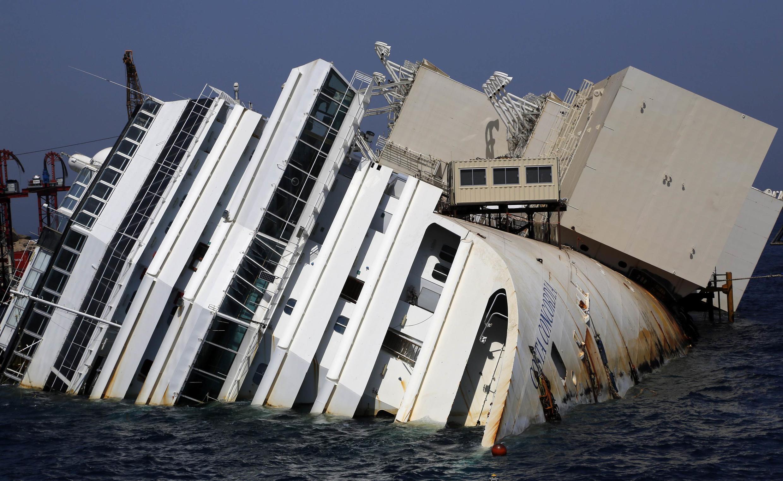 Começam operações para remover o Costa Concordia.