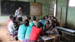 En Éthiopie, un « club de filles » animé par une institutrice.