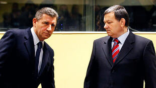 Ante Gotovina (L) and Mladen Markac enter the courtroom of the ICTY for their appeal judgement in The Hague, 16 November, 2012