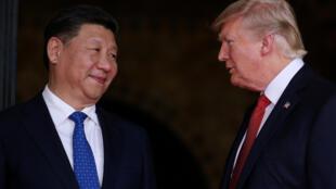 Председатель КНР Си Цзиньпин и президент США Дональд Трамп, 6 апреля 2017 года.
