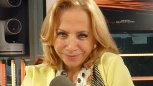 Marcia Covarrubias en los estudios de RFI