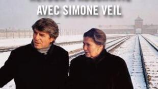 La couverture du livre d'Alain Genestar, «Pour mémoire» : quand Simone Veil retournait à Auschwitz avec sa famille.