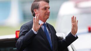Les Echos adverte que Bolsonaro não dá a importância que deveria à política ambiental.