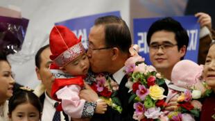 Ban Ki-moon accueilli à l'aéroport international d'Incheon, en Corée du Sud.