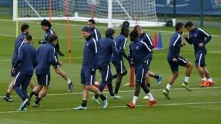 Treino da equipe do PSG antes do jogo com o Real Madrid, que acontece no estádio Parc des Princes, em Paris.