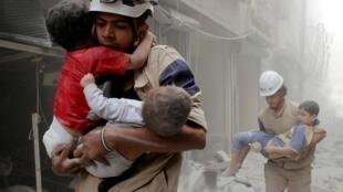 """叙利亚救援组织""""白头盔""""(叙民间防卫队)成员资料图片"""