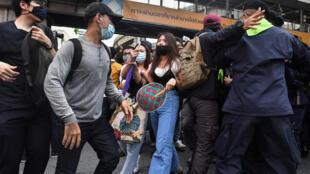 Thailande - manifestation femmes - pro-démocratie -
