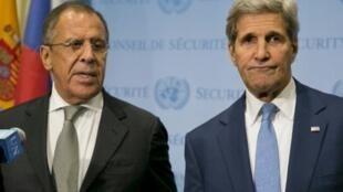 Mawaziri wa mambo ya nje wa Urusi Sergei Lavrov na Marekani John Kerry, Septemba 30, 2015 mjini New York