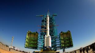 Ảnh tên lửa Trung Quốc Trường Chinh mang tàu vũ trụ Thần Châu -11, tại trung tâm phóng về tinh Tửu Tuyền, ngày 10/10/2016.