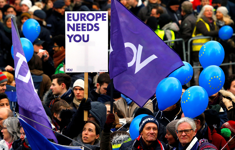 Người dân tập hợp ở Aix-la-Chapelle, Đức, hoan nghênh việc ký kết hiệp định hợp tác Đức-Pháp, ngày 22/01/2019