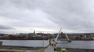 Le pont de la Paix à Derry.