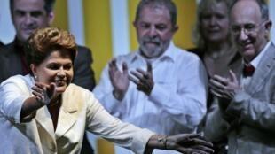 Dilma Rousseff en Brasilia, este 26 de octubre de 2014, con el expresidente Lula da Silva.
