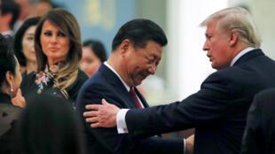 Ảnh tư liệu. Chủ tịch Trung Quốc Tập Cận Bình và tổng thống Hoa Kỳ Donald Trump tại Đại sảnh đường nhân dân, Bắc Kinh, ngày 09/11/2017.