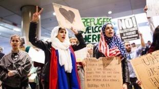 Manifestantes protestam contra decreto anti-imigração de Trump