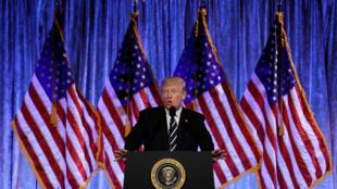 美國總統特朗普2017年12月2日在紐約參加一次募捐活動時發表講話