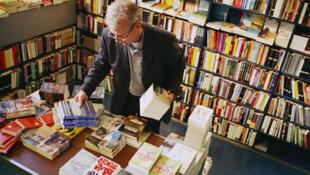 La visibilité grandissante de la littérature étrangère s'explique aussi par un accroissement du nombre de livres traduits.