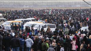 Des dizaines de milliers de manifestants près de la frontière israélienne à l'occasion du premier anniversaire de la «Grande marche du retour», le 30 mars 2019.