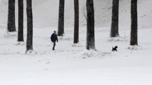 Foto dos arredores de Lausanne, na França, mostra a intensidade deste inverno europeu.
