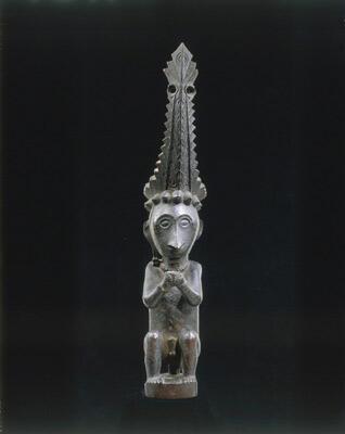 Statuette de gardien de reliquaire, originaire de l'île de Nias (Asie, 19è s.)