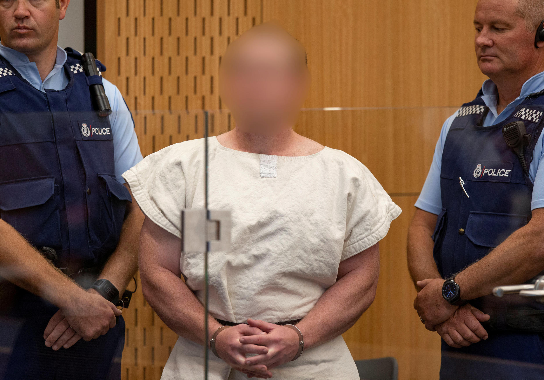 Brenton Tarrant, accusé de meurtre pour les attaques contre une mosquée, avant sa comparution devant le tribunal de district de Christchurch, en Nouvelle-Zélande, le 16 mars 2019.