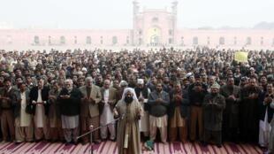 Hommage aux victimes de l'attaque des talibans dans une école militaire de Peshawar, le 17 décembre, 2014 à Lahore au Pakistan.