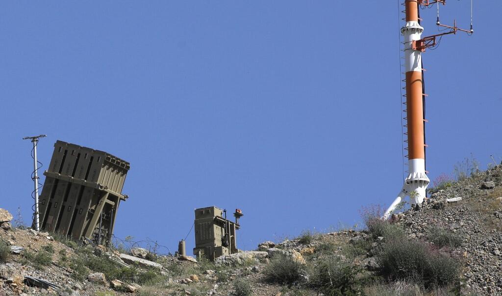 Батарея израильской системы обороны «Железный купол», предназначенная для перехвата и уничтожения ракет, на горе Хермон, по которой накануне, 01.06.2019, был нанесен удар с территории Сирии