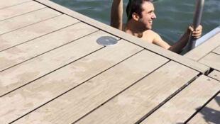 O repórter Augusto Pinheiro experimentou a piscina natural de La Villette e constatou a presença de algas