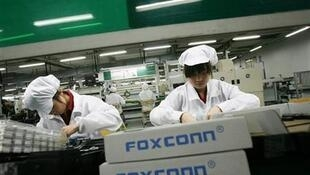Des employés au sein d'une usine Foxconn située au sud de la province de Guangdong en Chine.