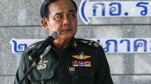 Le général Prayuth Chan-ocha, chef de la junte militaire au pouvoir en Thaïlande, nie avoir planifié le coup d'Etat du 22 mai 2014, alors que Suthep Thaugsuban, chef du mouvement anti-gouvernemental, a déclaré qu'ils discutaient ensemble depuis 4 ans.