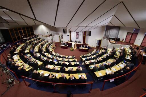 L'Assemblée d'automne de la Conférence des évêques de France s'ouvre ce samedi 2 novembre dans un contexte chargé.