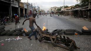 Les rues de Port-au-Prince sont parsemées de barricades depuis plusieurs jours.