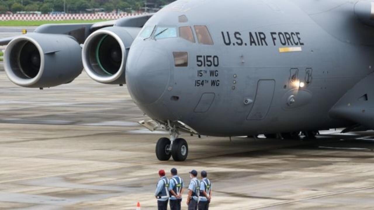 美军C-17运输机2021年6月6日搭载3名参议员抵台照片