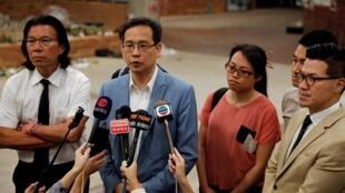 探訪香港理大留守示威者後 立法會議員葉建源與數名新當選的區議會議員受訪資料圖片