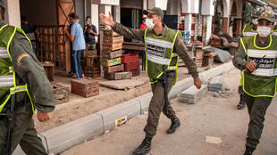 Des forces de l'ordre patrouillent à Rabat pour remettre en place le confinement à cause d'une hausse des contaminations au Covid-19, le 17 août 2020.