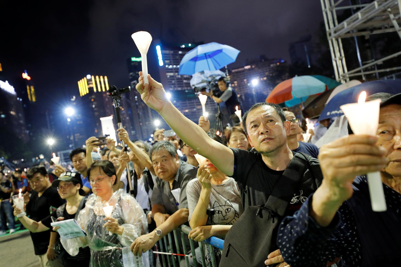 Hàng chục nghìn người dân Hồng Kông thắp nến tưởng nhớ nạn nhân vụ thảm sát Thiên An Môn cách đây 30 năm, công viên Victoria, Hồng Kông, ngày 04/06/2019.
