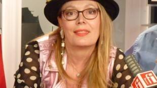 La poeta española Pilar Mata Solano, en el estudio 51 de RFI